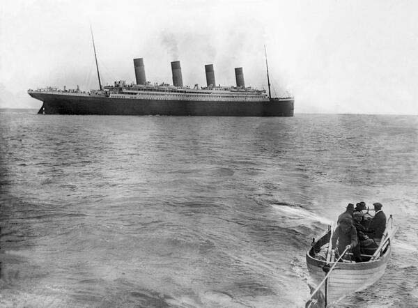 7.-The-last-picture-of-the-Titanic-before-sinking-1912