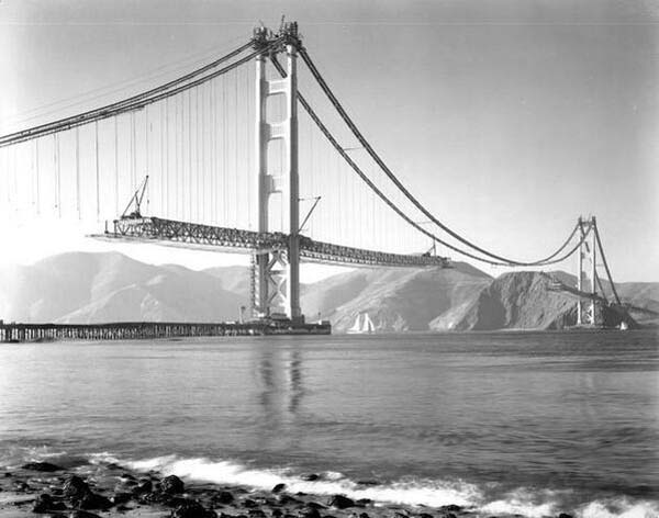 8.-The-construction-of-the-Golden-Gate-bridge-in-San-Francisco-1937